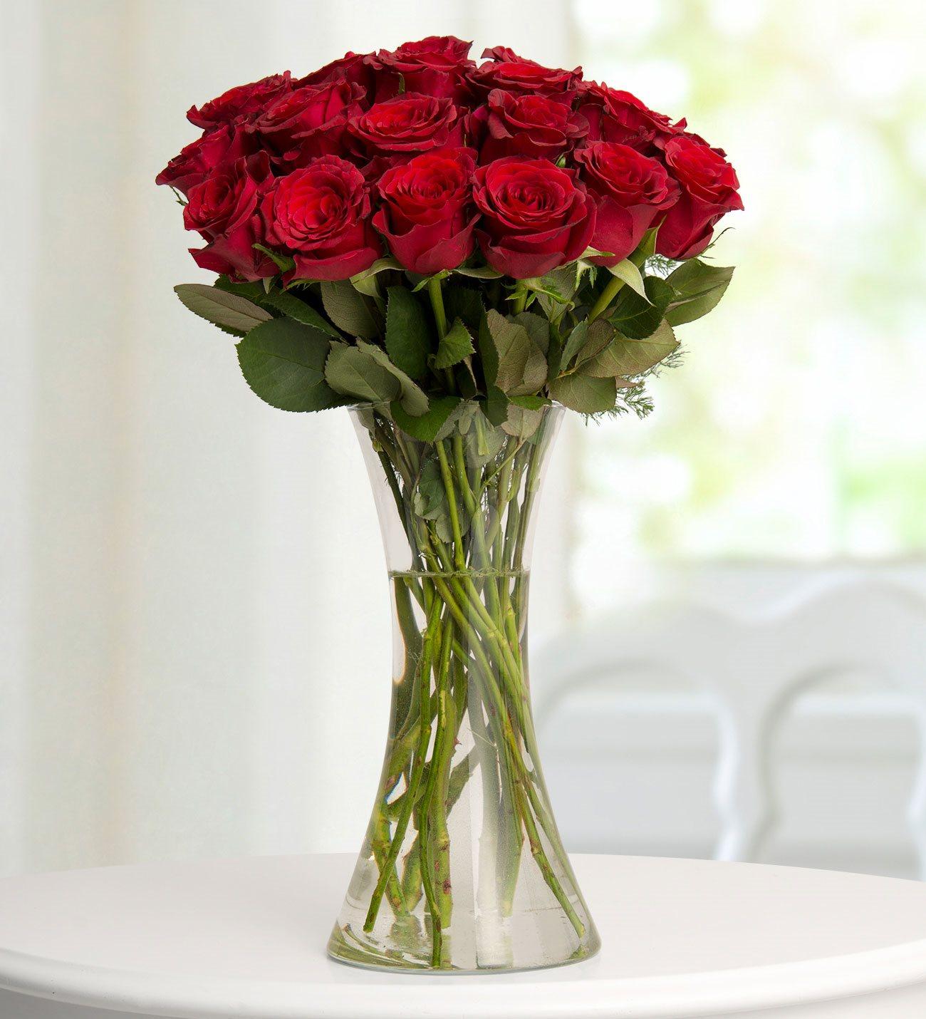 25 Kırmızı Gül Cam Vazoda