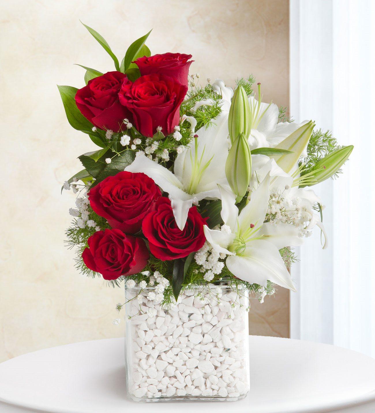 Kırmızı Gül ve Beyaz Lilyum Kare Vazoda