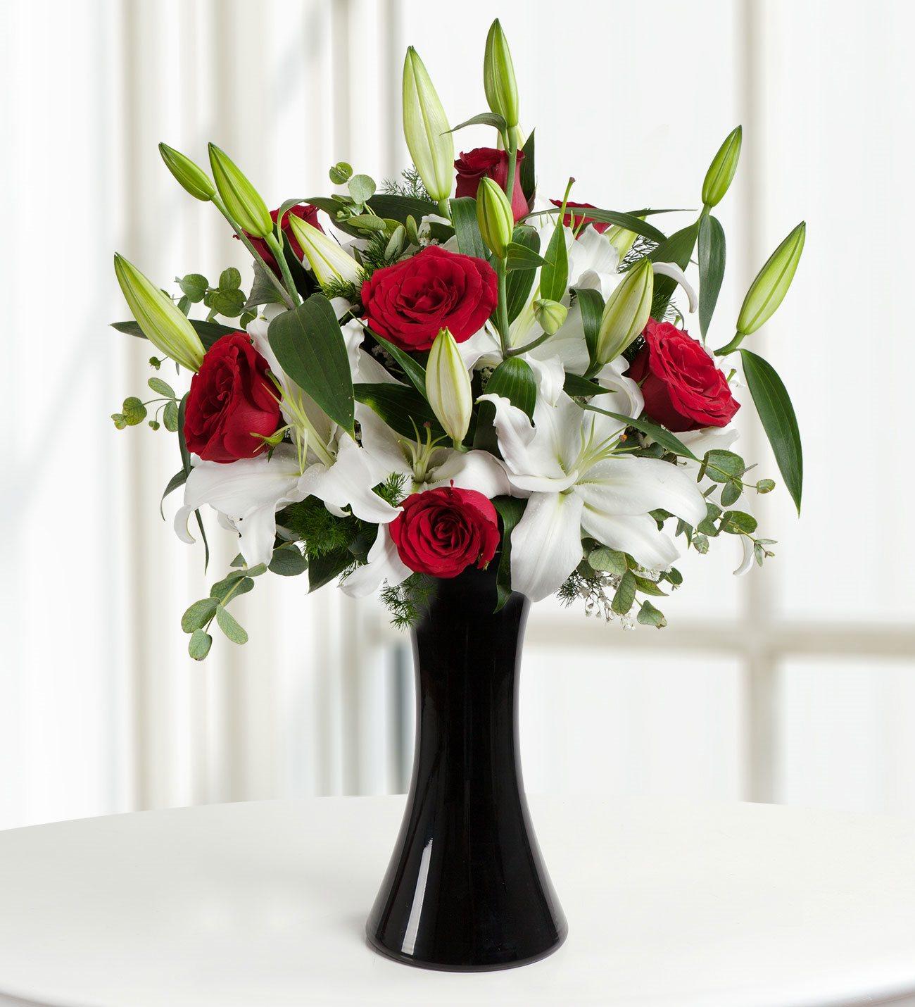 Siyah Vazoda Lilyum ve Kırmızı Güller