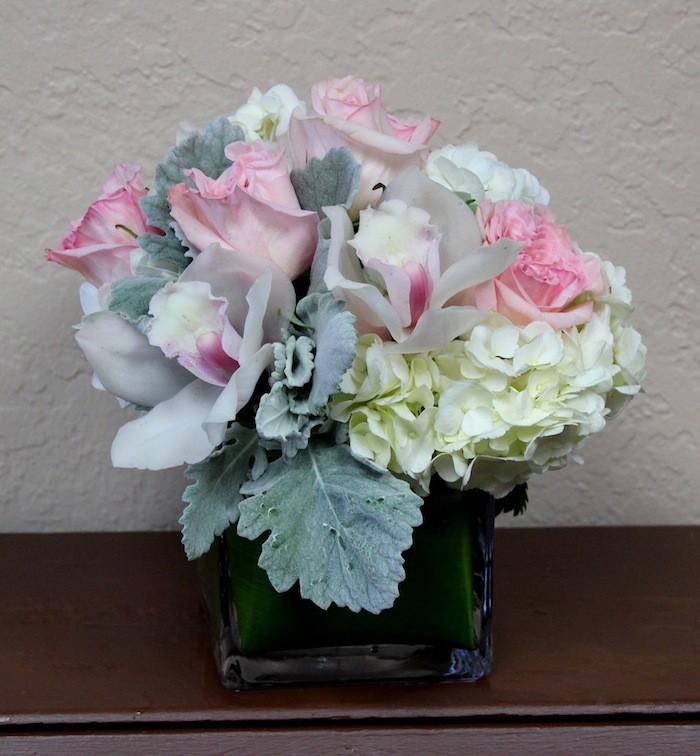 Beyaz Şakayık ve Güller